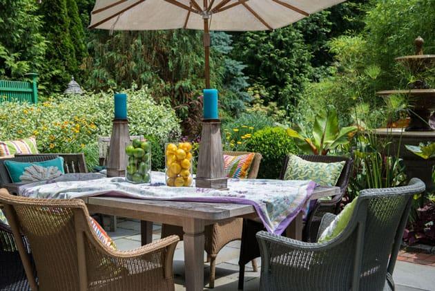 Hampton Poolside Dining Area