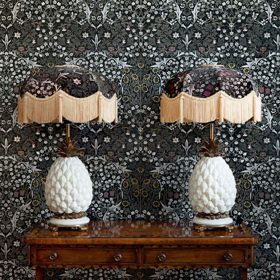 blackthorn-black-wallpaper-lamp