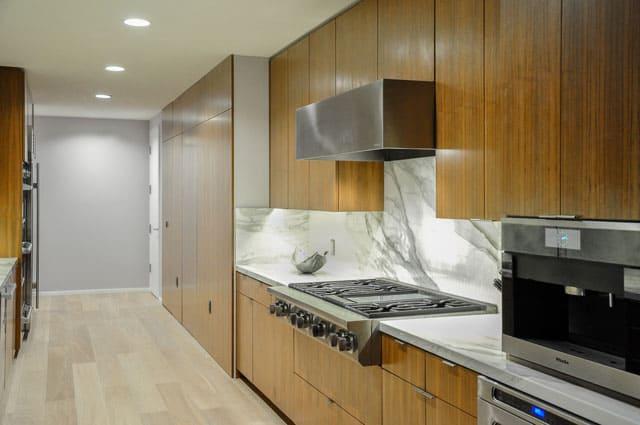 sleek-kitchen-cabinet
