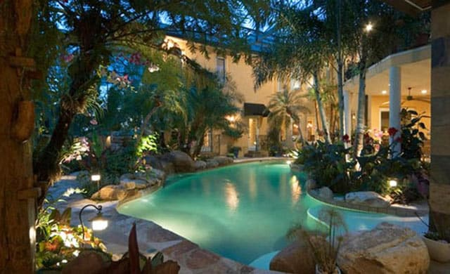 _backyard-with-small-exterior-pool