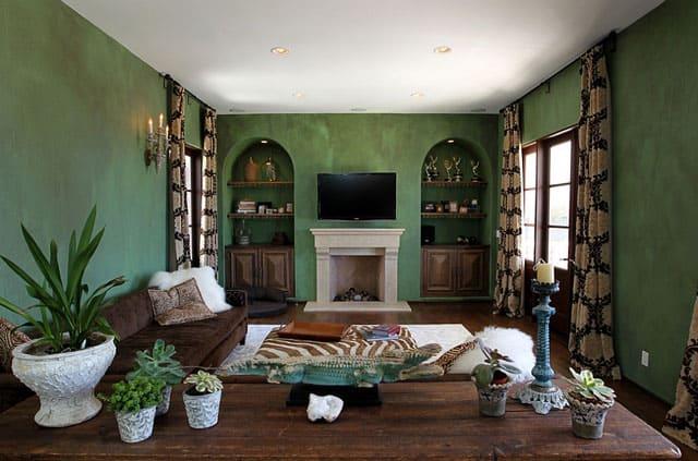 Mediterranean-style-living-room-in-green