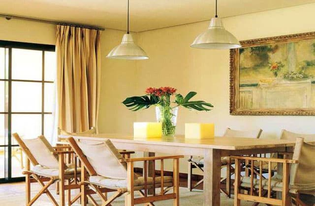 yellow-wall-of-painted-room-dining
