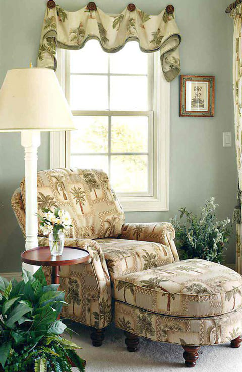Hampton Bedroom Corner Chair