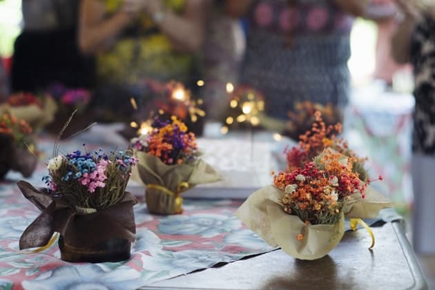 Creative Floral Decors For Dining Table