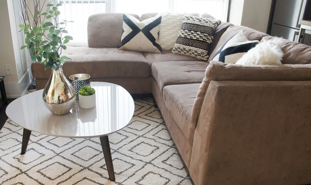 Toronto Downtown Condo Living Room Table Design