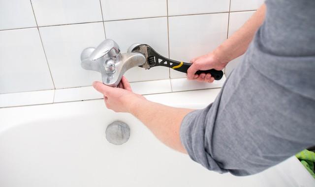 Plumber Uninstalling Faucet